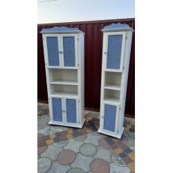 Пара  деревянных шкафчиков...